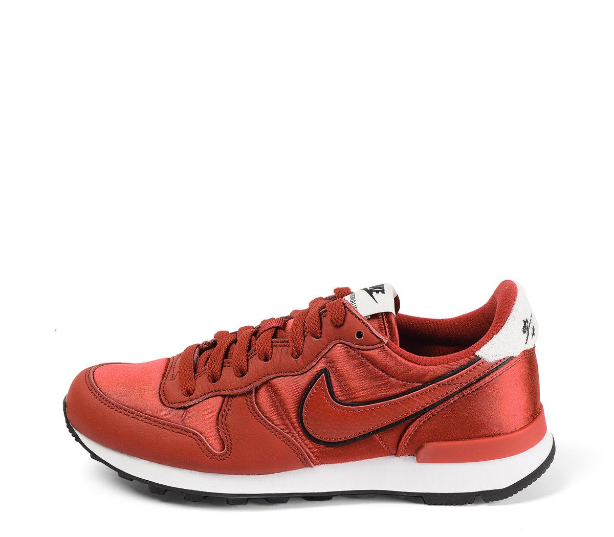 Ref. 4027 Nike Internationalist combinada piel burdeos con tela al tono. Simbolo negro y burdeos. Cordones al tono. Detalle trasero color blanco.