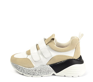 Ref. 4051 Sneaker piel blanca combinada con serraje beige. Dos velcros. Suela combinada en negro y blanco con altura trasera de 6 cm.