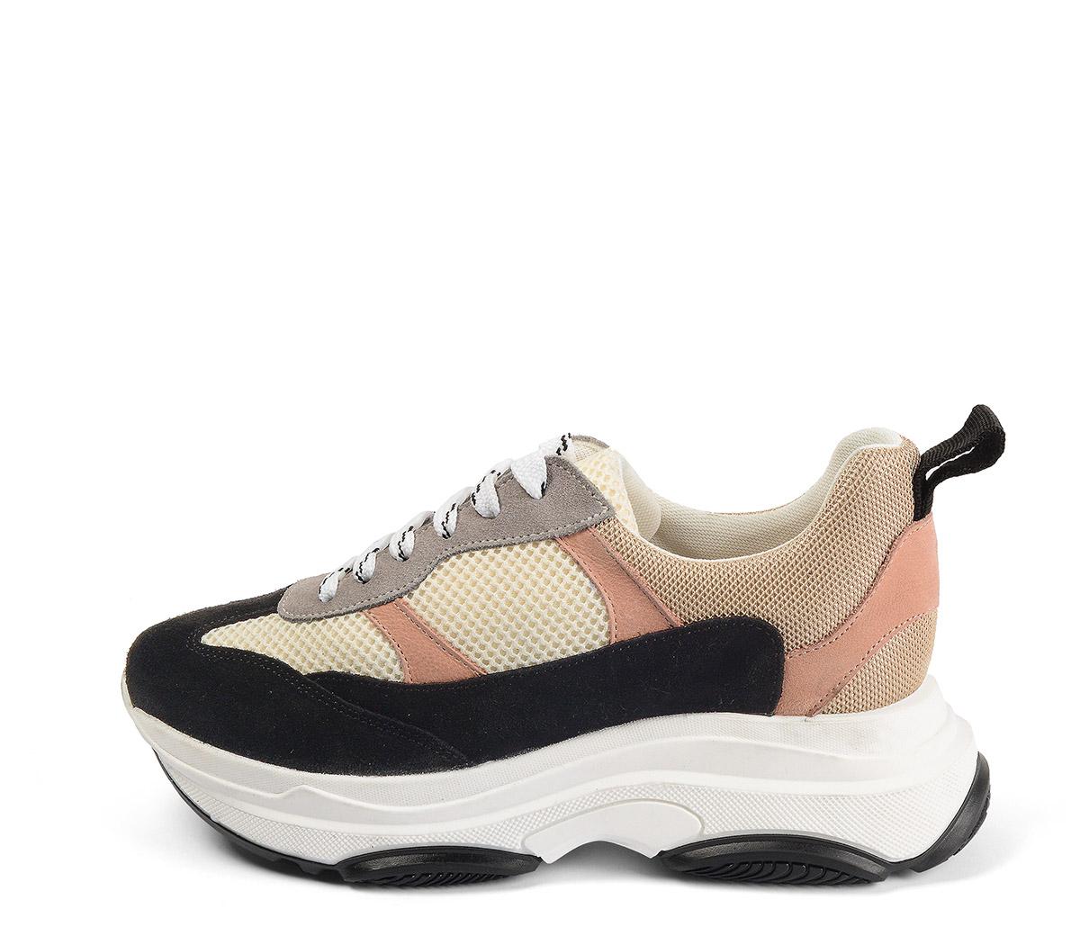 Ref. 4141 Sneaker serraje negro combinado con tela beige y piel rosa. Altura plataforma trasera 5 cm y plataforma delantera 3 cm.