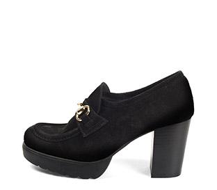 Ref. 4170 Zapato tipo mocasín serraje negro. Detalle dorado en el empeine. Altura tacón 8 cm y plataforma delantera de 2.5 cm. - Ítem1