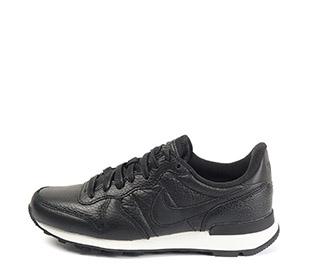 Ref. 4187 Nike piel negra con simbolo al tono. Suela blanca.