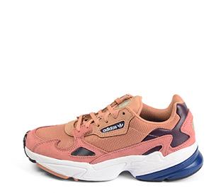 Ref. 4195 Adidas Falcon W tela rosa combinada con piel rosa. Detalles metalizados. Suela combinada blanca y azul. Cordones rosas. - Ítem1