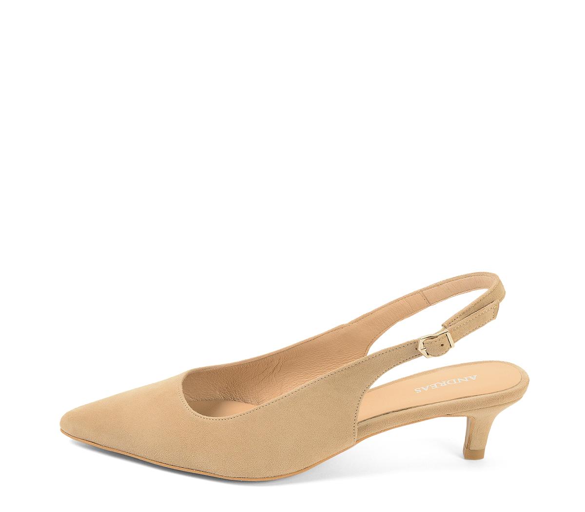 36b3d3f0 4221 Zapato salón ante visón destalonado. Detalle hebilla lateral dorada.  Puntera acabada en punta.