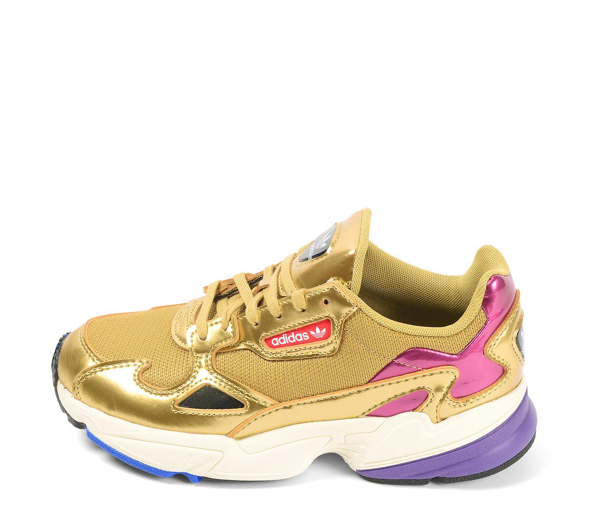 Ref. 4230 Adidas Falcon W combinada tela y piel oro. Detalles en rosa y lila. Cordones dorados.
