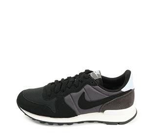 Ref. 4268 Nike Internationalist combinada en serraje y tela color negro. Simbolo en negro. Cordones al tono.