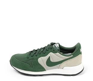 Ref. 4269 Nike Internationalist combinada en serraje y tela verde. Simbolo en verde. Cordones al tono.