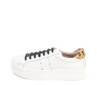 Ref. 4272 Sneaker piel blanca con detalle trasero en leopardo. Cordones negros. Altura plataforma 4 cm.
