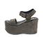 Ref: 4295 Sandalia de serraje gris con pala y pulsera al tobillo con hebilla plateada. Plataforma de serraje al tono. Altura plataforma de 11 cm y plataforma delantera de 7 cm - Ítem3