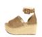 Ref: 4311 Sandalia de serraje color taupe con pala delantera de 8 cm y pulsera al tobillo con hebilla forrada al tono. Altura plataforma trasera 8.5 cm y altura plataforma delantera 5.5 cm - Ítem3