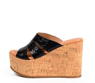 Ref. 4333 Sandalia piel negro con estampado coco en la pala. Plataforma de caucho. Altura plataforma trasera 11 cm y plataforma delantera 5 cm. - Ítem1