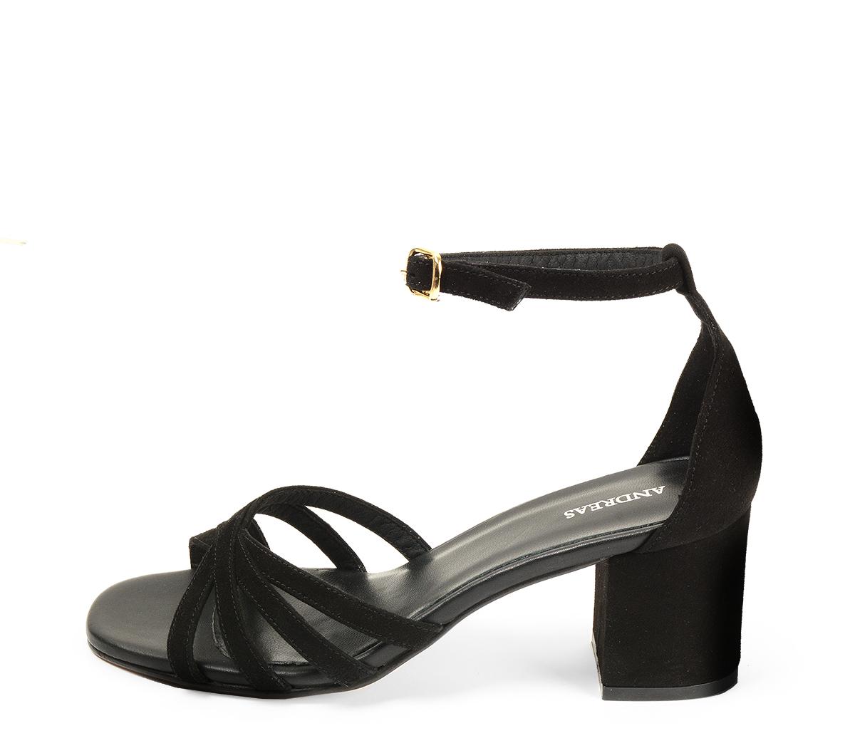 Ref 4334 Sandalia serraje negro con tiras en la pala y pulsera al tobillo. Hebilla dorada. Altura tacón 6.5 cm y sin plataforma delantera.