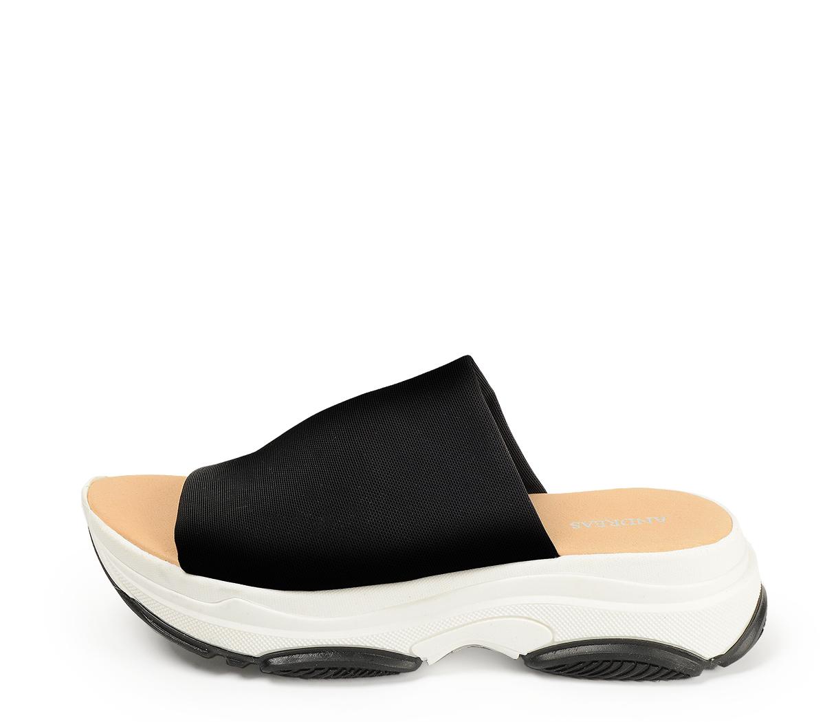 Ref. 4339 Sandalia con pala licra negra y suela tipo sneaker.
