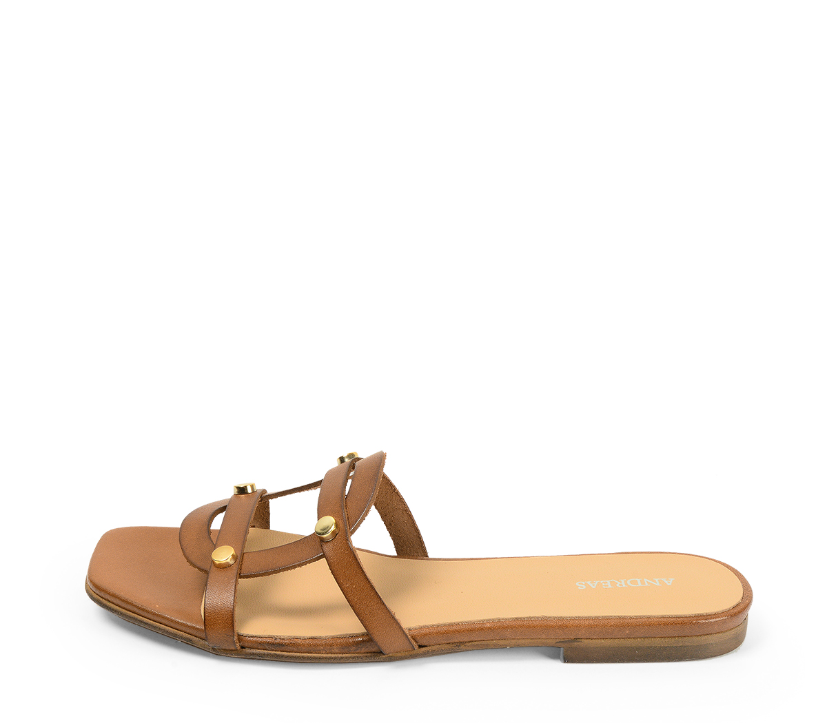Sandalia plana piel cuero y tachas doradas