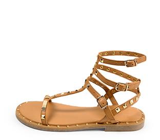 Ref. 4430 Sandalia piel cuero estilo romana con detalle piramides doradas. Tiras con 3 hebillas al tobillo.