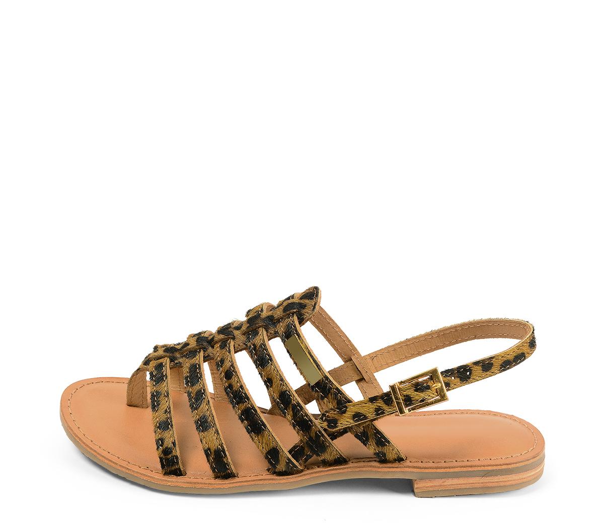 Ref. 4439 Sandalia potro leopardo con tiras tipo romana y pulsera al talón con hebilla dorada. Plantilla de piel.