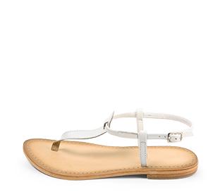 Ref. 4442 Sandalia piel blanca con tira y pulsera al talón con hebilla plateada. Plantilla de piel.