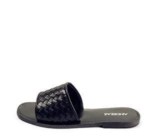 Ref. 4456 Sandalia piel negra con pala y detalle trenzado. Plantilla y suela de piel.