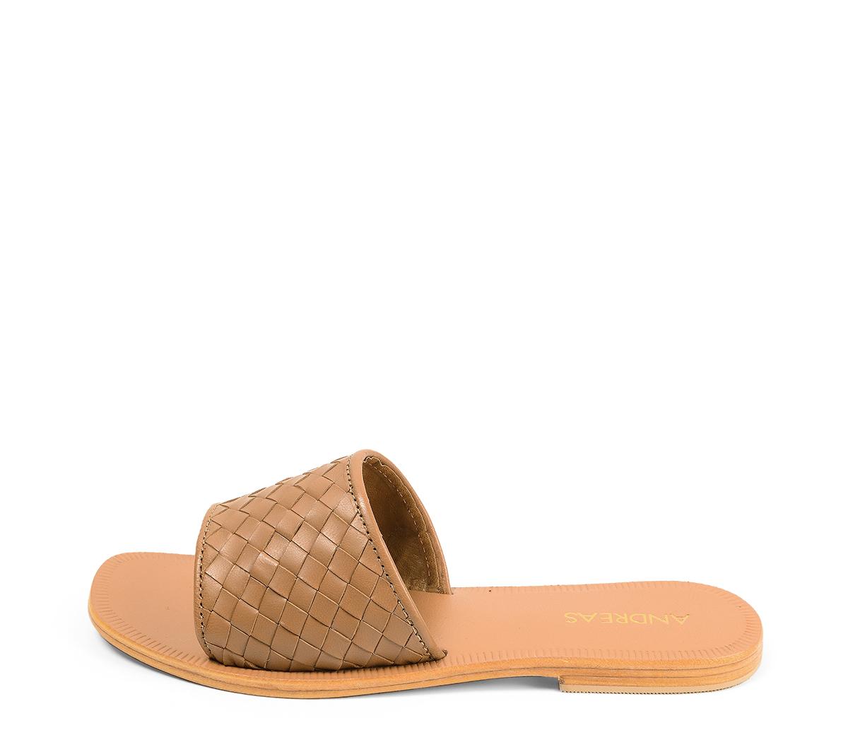 Ref. 4457 Sandalia piel cuero con pala y detalle trenzado. Plantilla y suela de piel.
