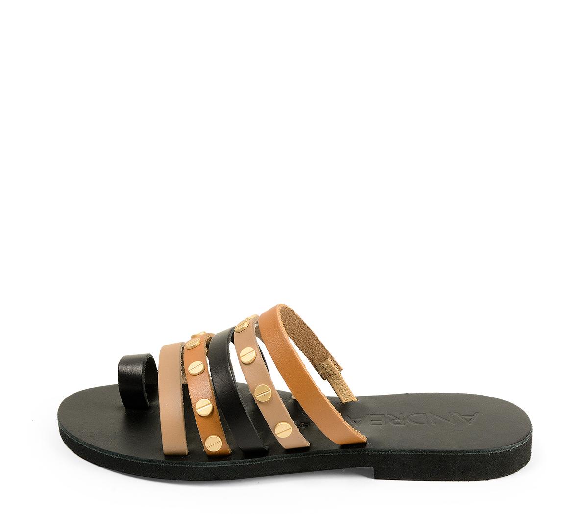 Ref. 4462 Sandalia piel negra combinadas en cuero y taupe. Detalle tornillos dorados. Plantilla de piel.