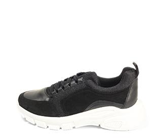 Ref. 4505 Sneaker serraje negra combinada con piel y tela al tono. Suela blanca. Altura plataforma trasera 5 cm y delantera de 2.5 cm. Plantilla anatomica.