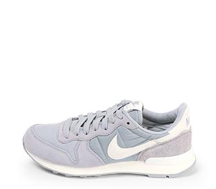 Ref. 4533 Nike internationalist combinada en serraje y tela gris. Simbolo lateral en piel blanco.