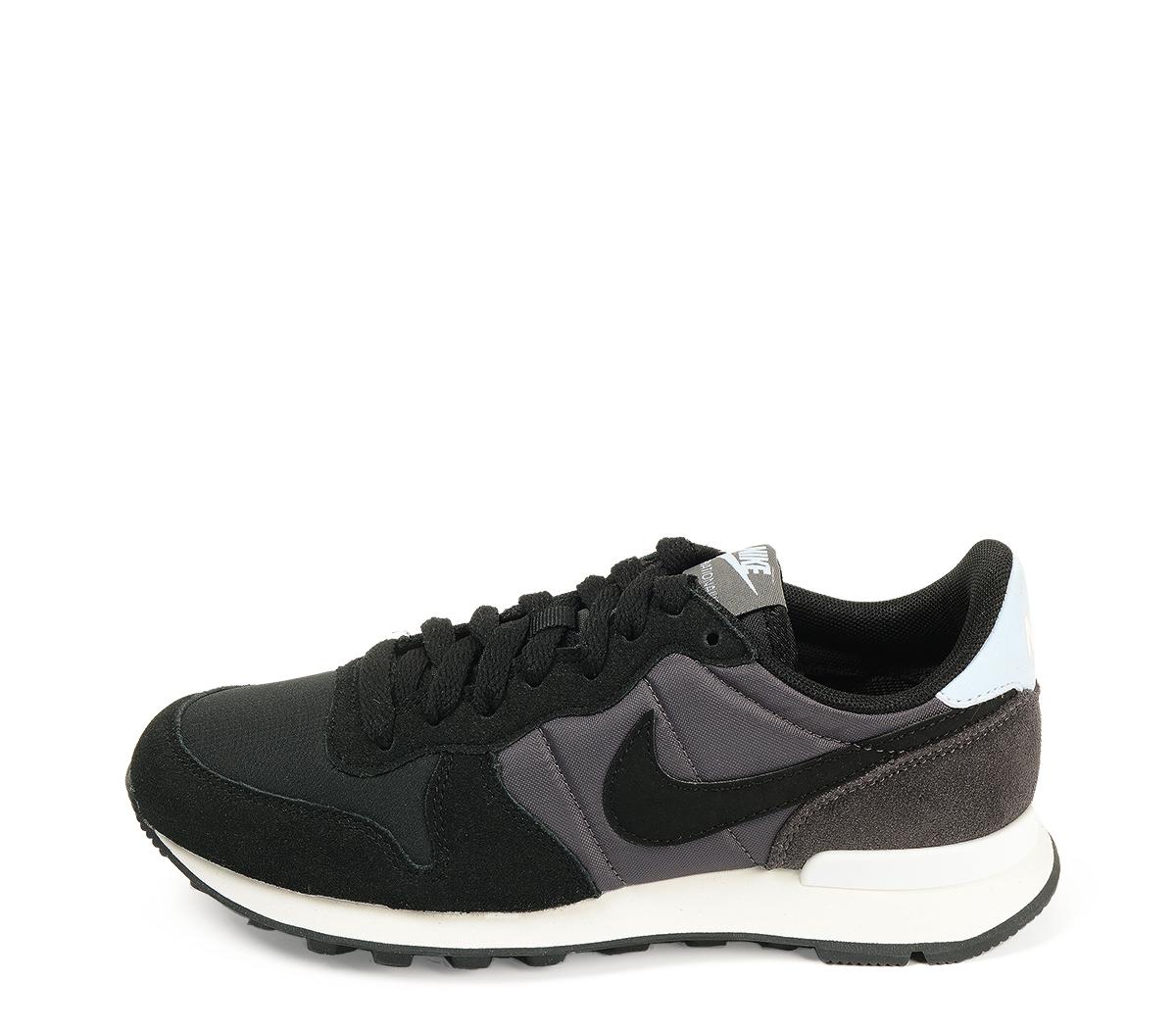 Ref. 4534 Nike internationalist combinada en serraje y tela negra. Simbolo lateral en piel blanco.