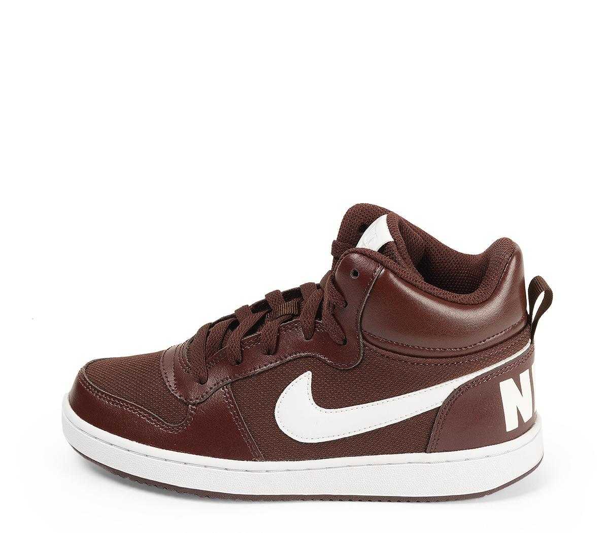 Ref. 4557 Nike de botín combinada en tela y piel color burdeos. Cordones al tono. Simbolo lateral y trasero en piel blanca. Suela blanca. Altura de caña 10 cm.