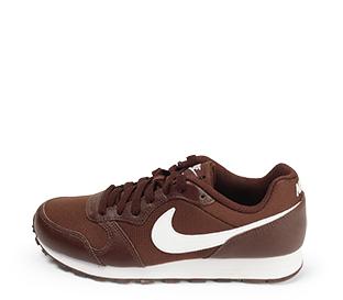 Ref. 4558 Nike combinada en piel y tela burdeos. Cordones al tono. Simbolo lateral en piel blanca. Suela blanca.