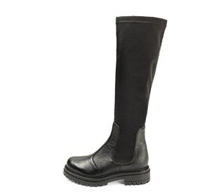 Ref. 4567 Bota combinada en piel y licra color negro. Tacón de 4.5 cm y plataforma delantera de 2.5. Suela dentada. Altura de caña 40 cm.