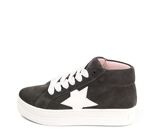 Ref. 4572 Sneaker abotinada serraje gris. Cordones blancos. Detalles lateral en piel blanca. Plataforma blanca de 4 cm. Altura de caña 8 cm. - Ítem1