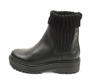 Ref. 4629 Botín piel negra con caña tipo calcetin. Tacón de 4.5 cm y plataforma delantera 2.5 cm. Altura de caña 21 cm.