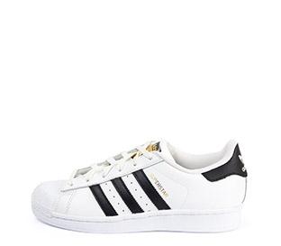 Ref. 4647 Adidas Superstar piel blanca con simbolo lateral en negro. Cordones blancos.