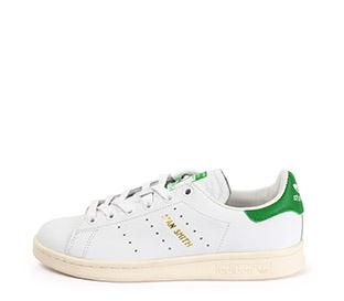 Ref. 4649 Adidas Stan Smith piel blanca con detalles en piel verde. Cordones blancos.
