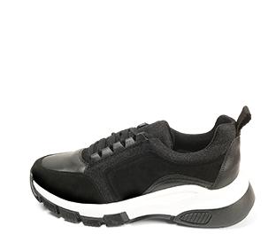 Ref. 4653 Sneaker serraje negra combinada con piel y tela al tono. Suela blanca y negra. Altura plataforma trasera 5 cm y delantera de 2.5 cm. Plantilla anatomica.