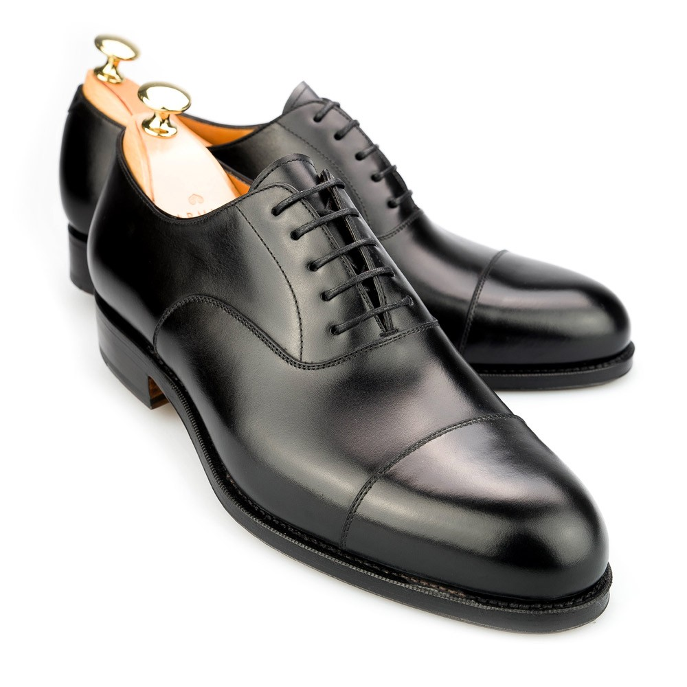 These are the best mens dress shoes, no questions asked. Anything else pales in comparison. Every man should have at least 2 pairs of Oxford dress shoes in his closet. Not only are they one of the most versatile shoes a gentleman can own – which will work for nearly all formal occasions from.