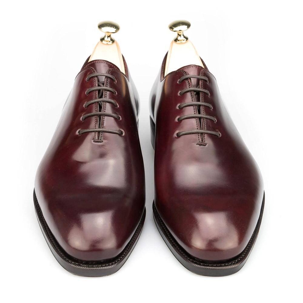 zapato enterizo para hombre en cordovan burdeos