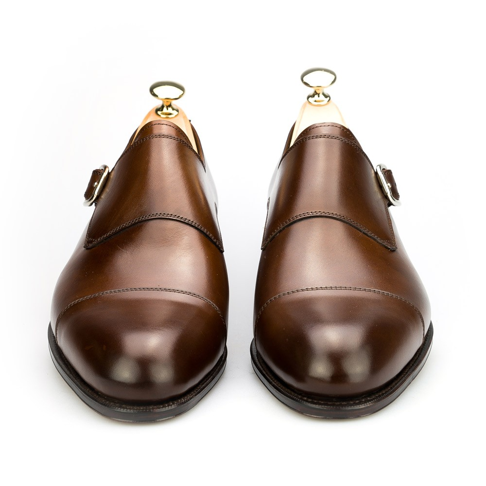 dress shoes in brown vegano