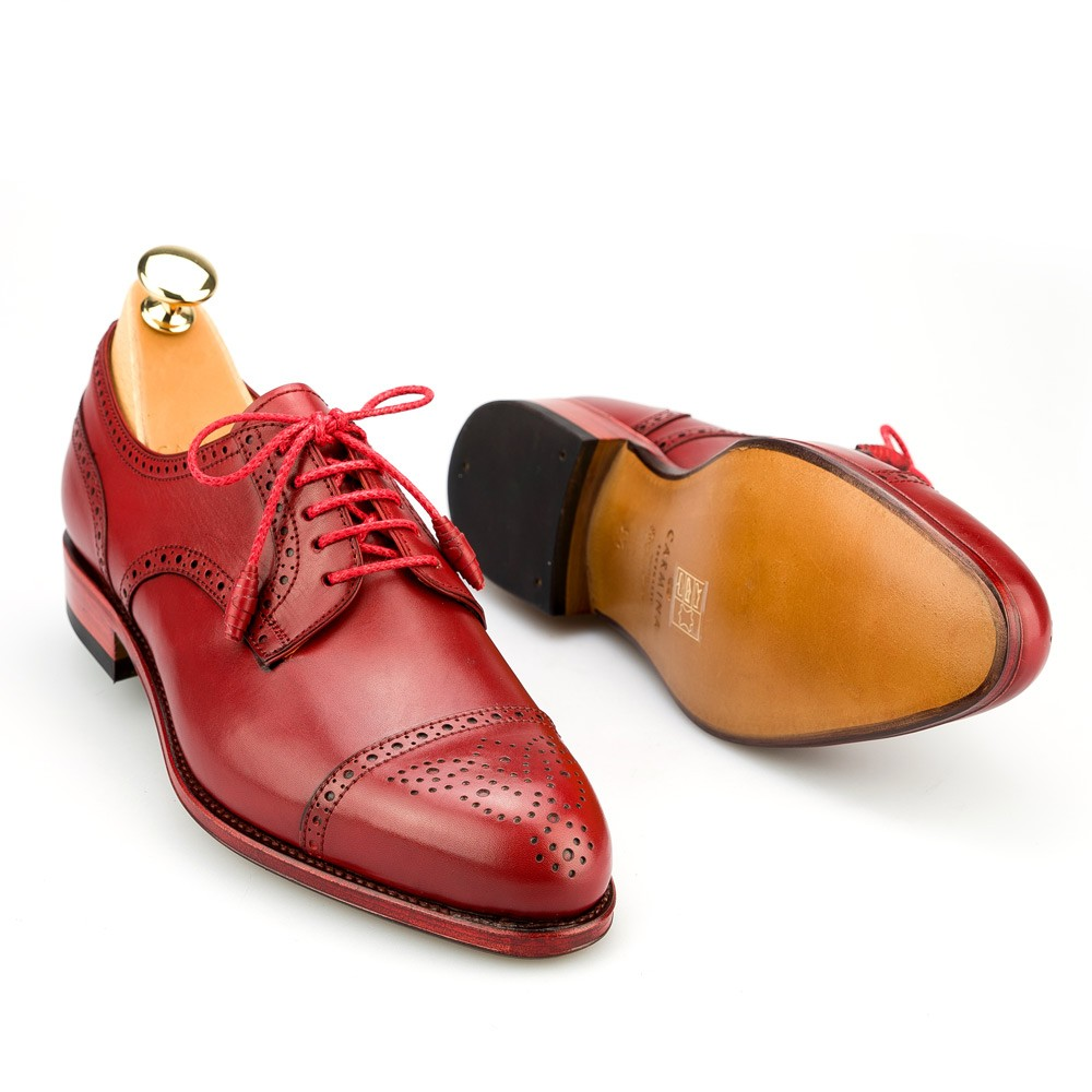 Women Derby Shoes. Derby shoes are the more easy-going variant of the Oxford Shoes. They are very easy to combine to almost every look and give a little sparkle to your look aswell.