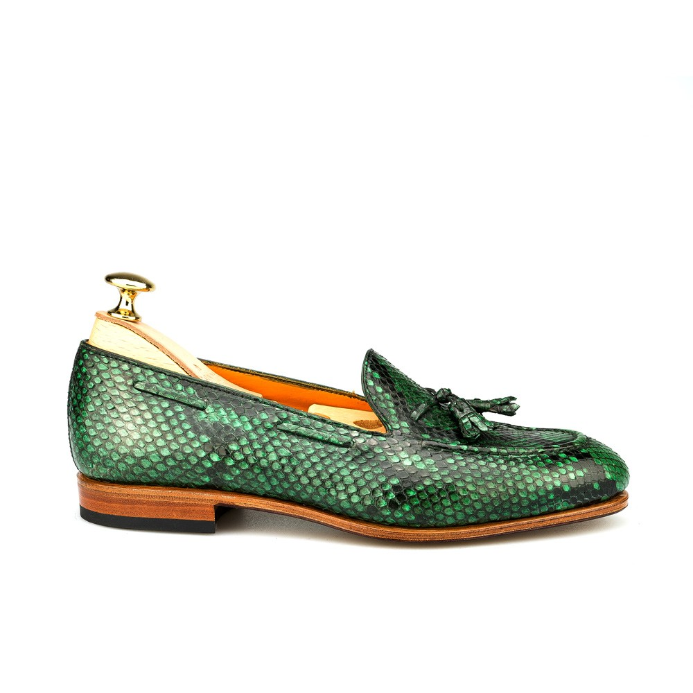 WOMEN'S LOAFERS IN GREEN PITON
